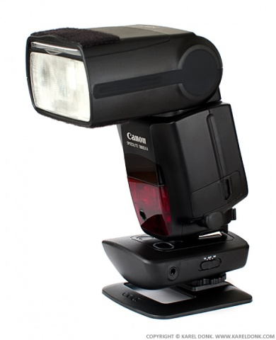 A Canon 580 EX II Flash mounted on the Cactus V5 Transceiver