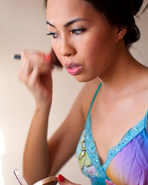 Test photoshoot with Carol Chen Poun Joe — Behind the scenes: Carol doing her make-up for the first session