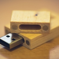 Custom USB Flash Drive — Four small magnets ensure that the cap stays securely attached.